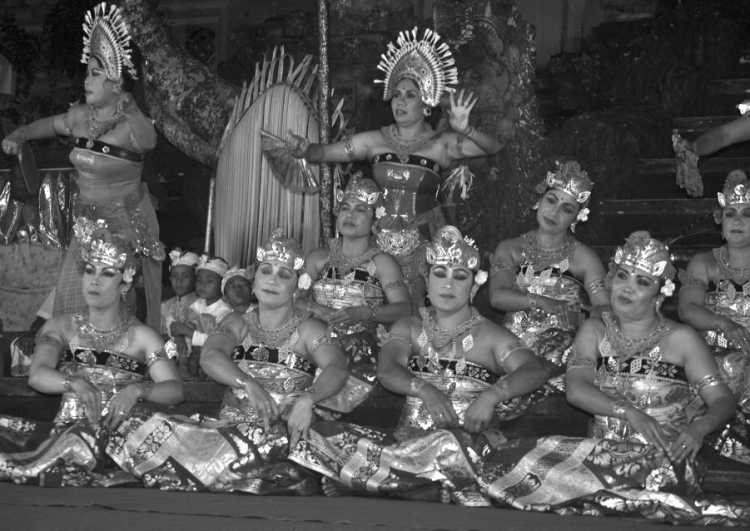 mujeres bailando ceremonia 2